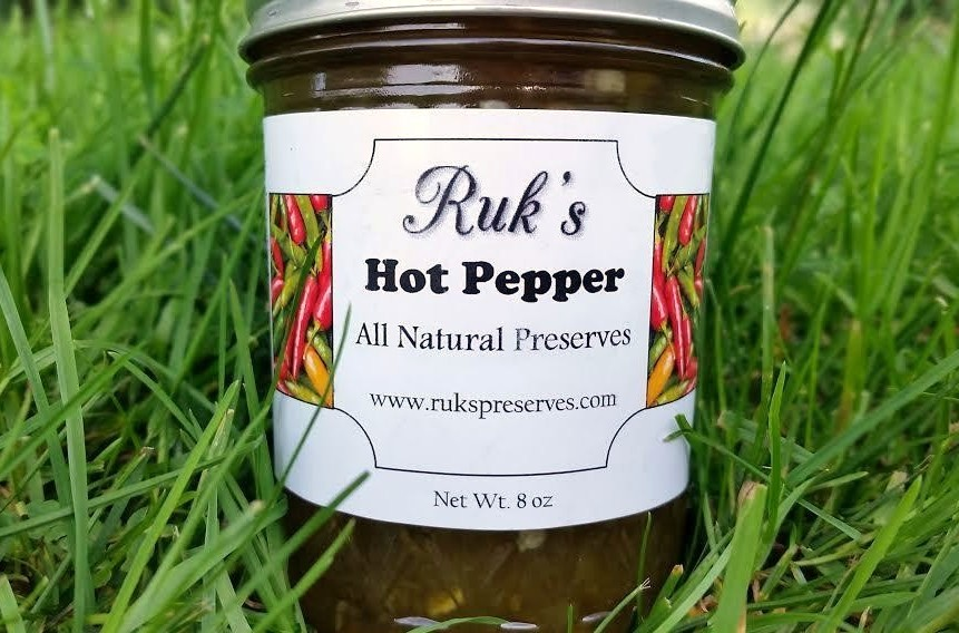 8 oz. Jar    Hot Pepper is made from a combination of hot banana and jalapeno peppers and is perfect poured over cream cheese or brie or caramelized over pork chops on the grill!    Ingredients: Hot Banana Peppers, Sugar, Jalapenos, Apple Cider Vinegar, Pectin