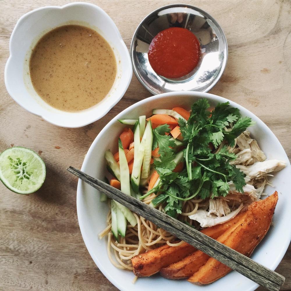 Easiest Asian Cold Summer Noodles + Peanut Sauce | gracelaced.com