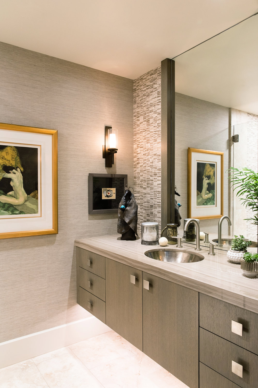Fine art enlivens the modern guest bath.