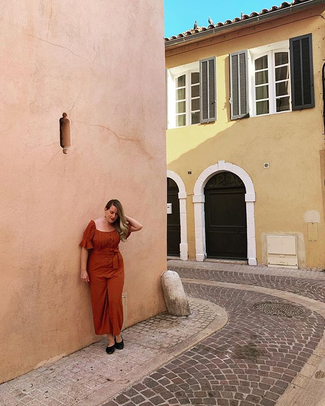 @karenobrist in Cassis. The colors and small streets were the most charming thing..I think we spent about an hour alone on this street. 💕
