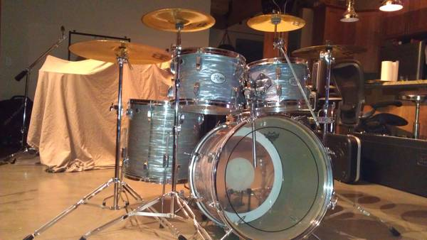 Rogers R360 blue oyster drum set auctioned for $1000 at Wish of a Lifetime's Evening Affair.