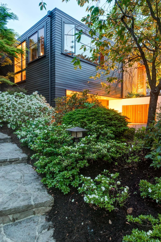 West Hills Modern_Exterior_1.jpg