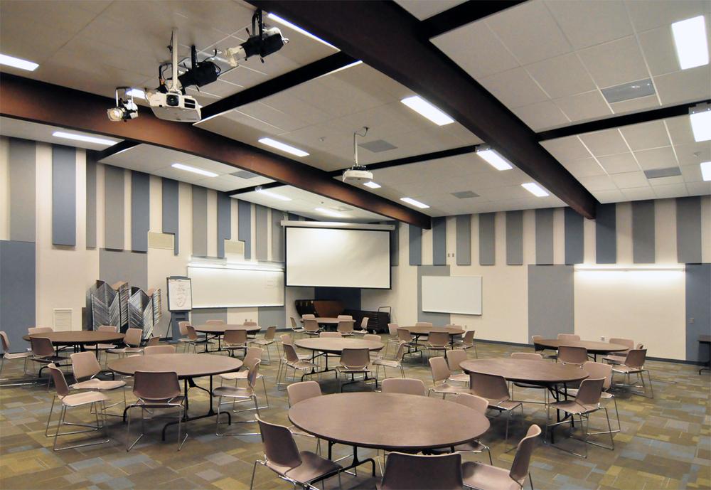 Ed Center Auditorium2(AutoColor).jpg