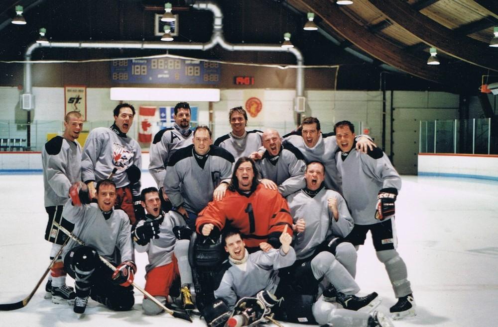 Le premier championnat de hockey des champions de l'après match.