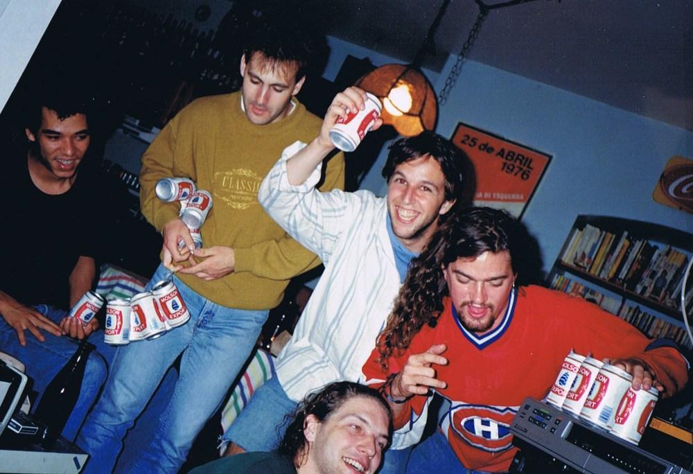 ...Pis nous on célèbre avant de nous lancer dans la foule en délire qui défervairent dans les rues de Montréal