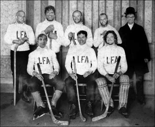 Membres fondateurs de la Ligue Fédérale des As et pionniers du nouveau visage du hockey adulte au Québec (photo montage Larry)