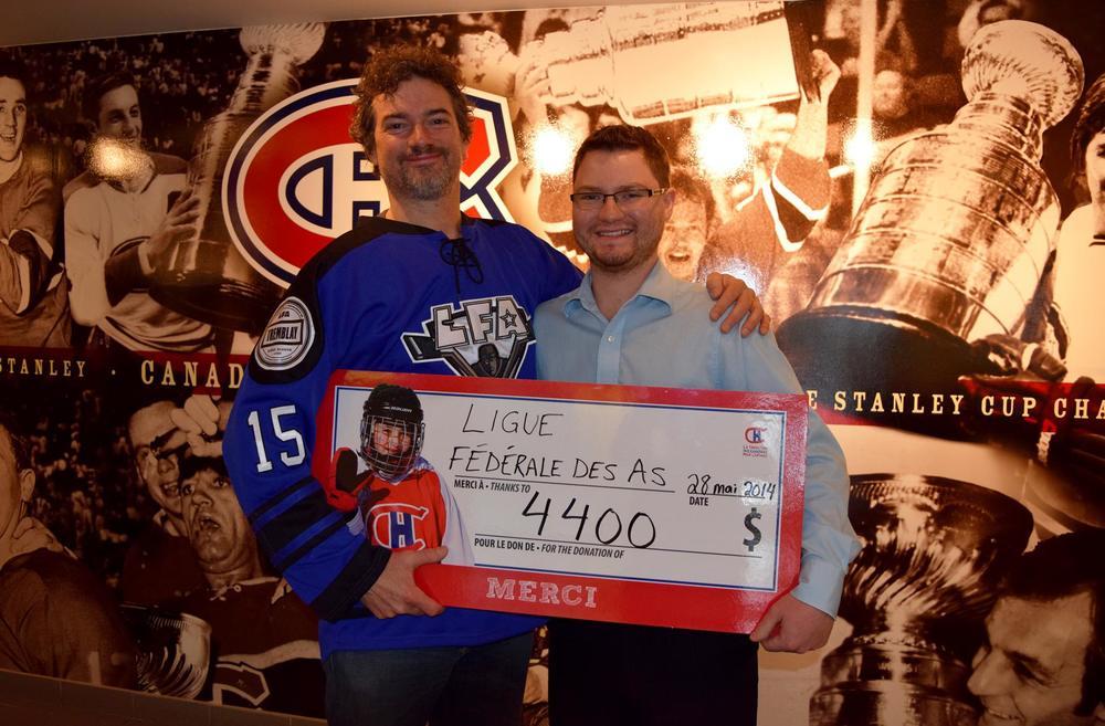 JFD, le président de la LFA en compagnie de Ryan Frank de la Fondation des Canadiens pour l'Enfance au centre Bell