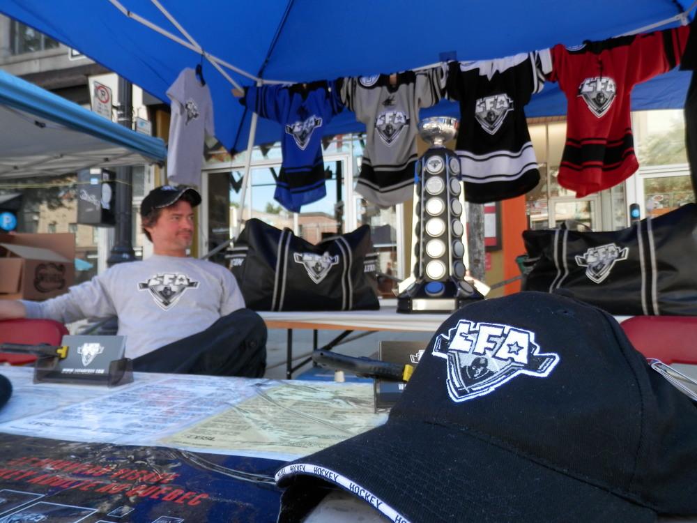 La LFA sur la Main durant la vente trottoir (photo par Larry)