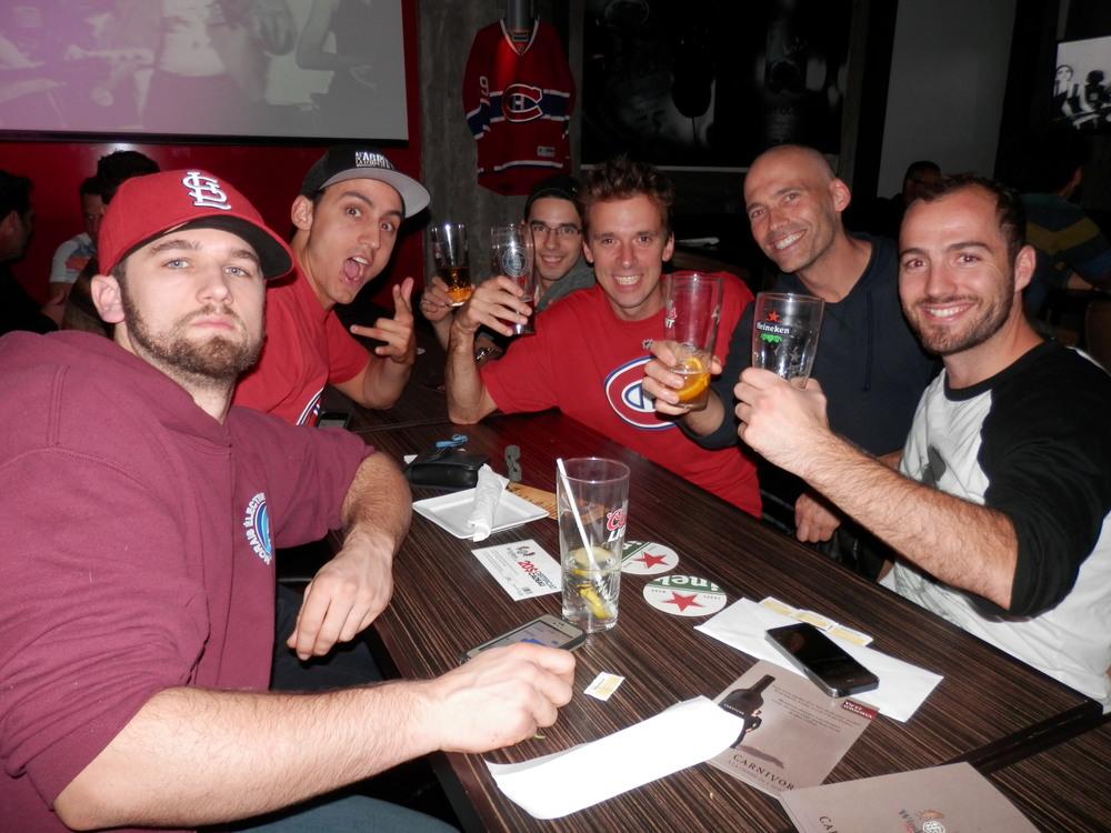 """Les Avengers et Czechers """"mixing it up"""" lors de la soirée lfahockey du 8 octobre dernier au Windsor Hyper bar&grill."""