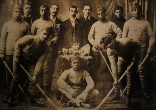 L'EURÉKA d'HaliFAX, Champions de la «Coloured Hockey league» des martitimes en 1904