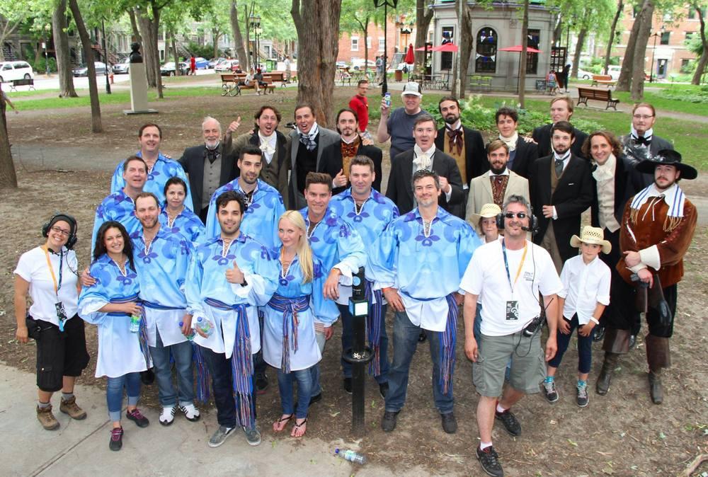 L'après show en compagnie de certains membres de la ligue et ceux du chariot de la Société St-Jean Baptiste mercredi lors de la tenue du défilé de la fête national à Montréal. (photo fredérique serd)