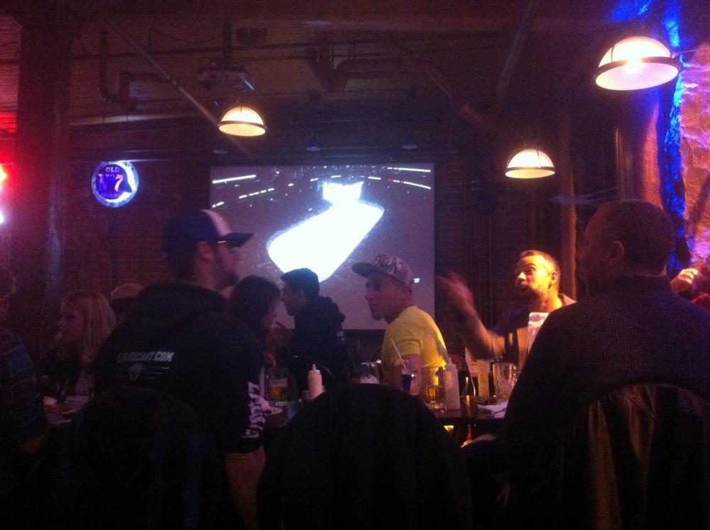 Membres et am(e)s de la LFA réunis au pub st-paul pour le premier match du canadien à domicile le 15 octobre dernier. (photo jfd)