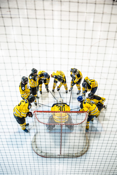 Le cri d'équipe n'est qu'un des rituels au hockey destiné à construire un sentiment d'appartenance et d'esprit d'équipe, si importants pour avoir du succès. (Photo d'archives JFD)