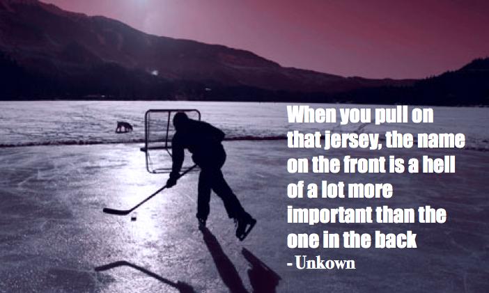 Le hockey, sport d'équipe par excellence. Huit équipes, huit groupes de joueurs ayant le même objectif. Le meilleur sport au monde!