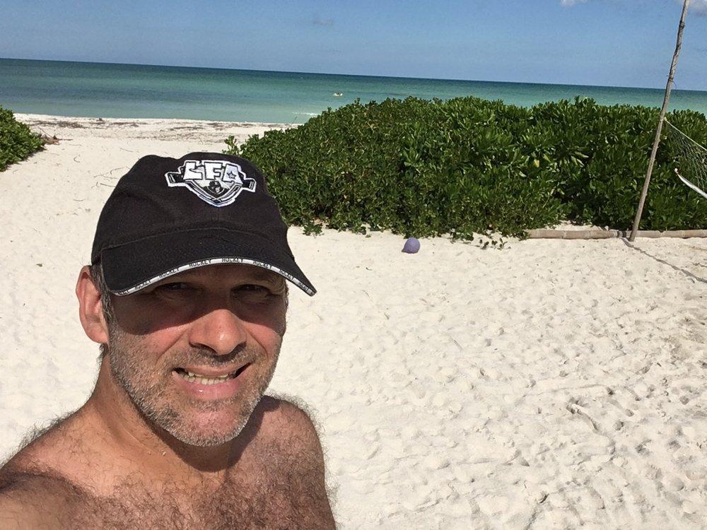 Paul Rosa, capitaine velu des Shamrocks et amoureux de la LFA pendant ses vacances au Mexique!