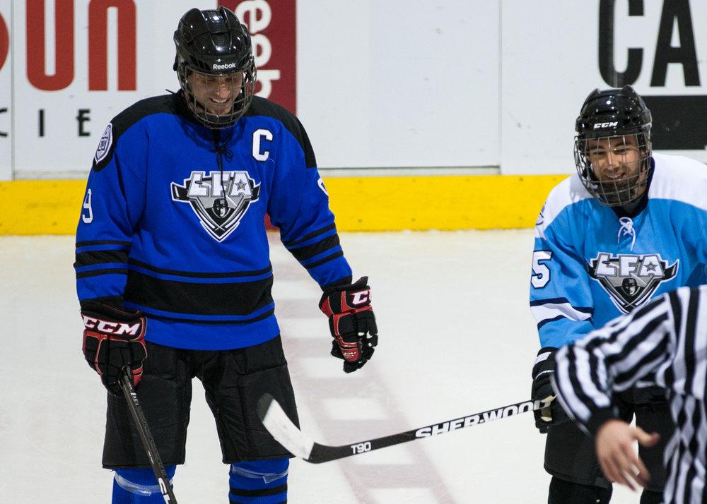 quand c'est cool en dehors de la glace c'est cool dessus. Un des nombreux bienfait de participer à la communauté de la ligue. (Remy et Simon having a good time (photo d'archive)