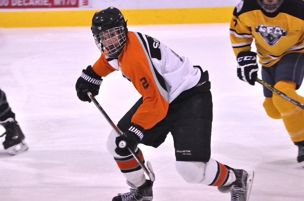 Raymond Riffon-Delorme un de nos joueurs les plus prolifique qui s'aligne cet été avec les météores de l'équipe Gagnier donne des cours de hockey privés si vous voulez amiliorer votre technique (photo d'archive, lisette nepveu)