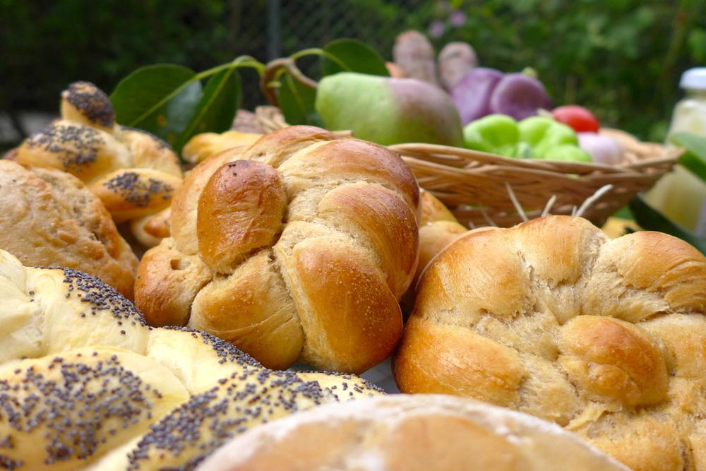 Einfach zum Reinbeissen! Johanna Hoislbauer aus Niederfraunleiten weiß wie man richtig bäckt. Nicht nur das Brot und das Gebäck, sondern auch der selbstgemachte Brioche ist immer wieder ein Highlight am Gemüsehof.