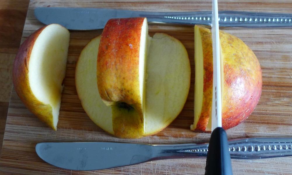Das ganze wird insgesamt drei bis vier mal wiederholt, je nach Größe des Apfels