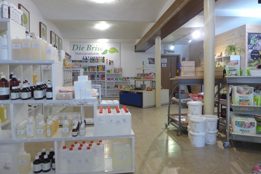 Egal ob Seifen, Shampoo, Duschgel, Creme, Lotionen, Peelings, Salben, usw. Wenn du vor hast deine Naturkosmetik selber herzustellen, dann bist du hier sicher gut beraten.