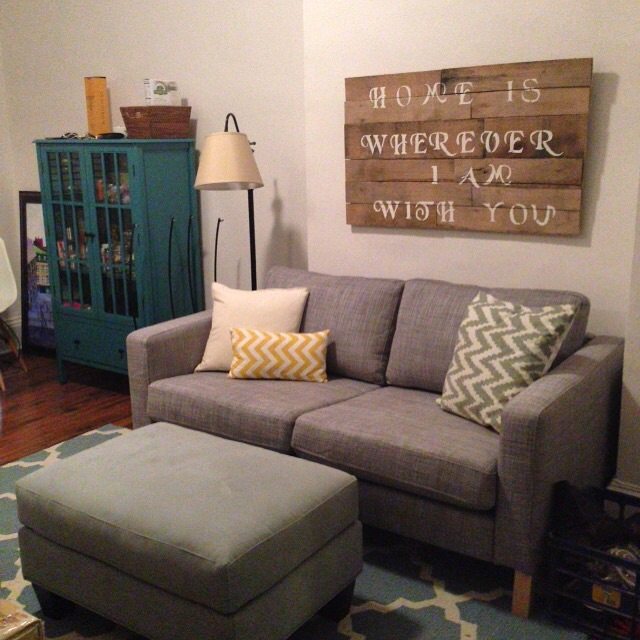 Hello living room and my favorite pallet sign I've made to date!