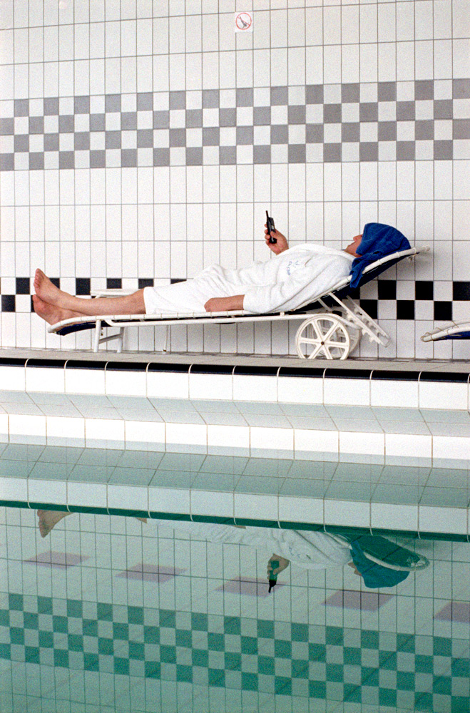 Herzlich Willkommen Im Hotel Hyatt Belgrad, April 1999   color photgraphy, 3/5