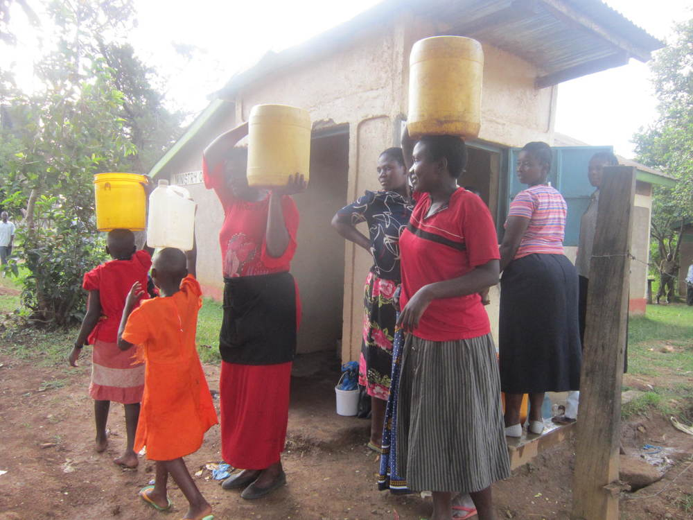 Kenya, Lunza Market, women carrying water from kiosk, turning pointLA, LWI, 2014.jpg