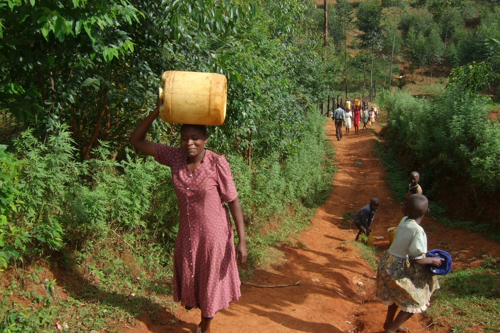 kenya getting water.jpg