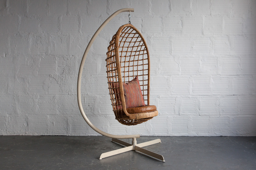 Hanging_Cage_Chair-1.jpg
