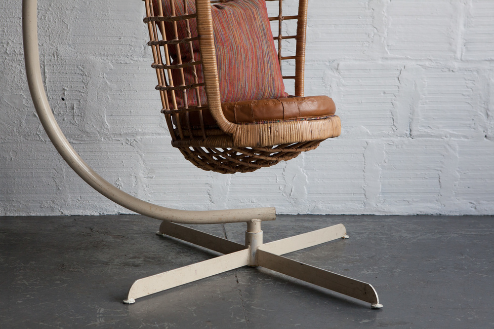 Hanging_Cage_Chair-2.jpg