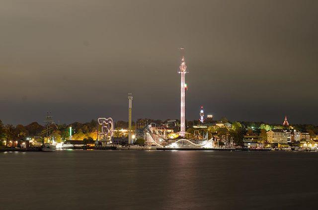 Gröna Lund theme park, a bit like Tivoli gardens in #cph. By night, seen from #fotografiska, #sthlm