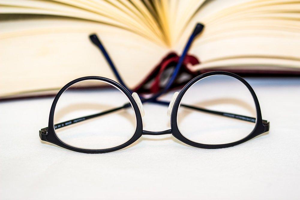 glasses-1934296_1920.jpg
