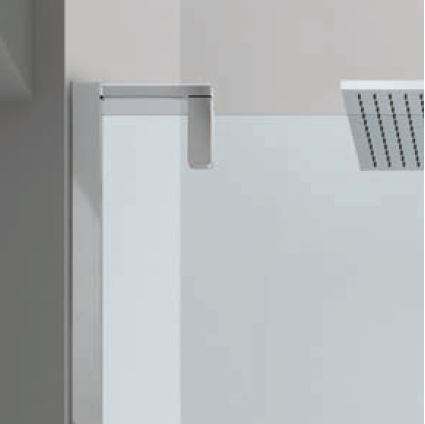 SOLUZIONI PIVOT - L'apertura a pivot con o senza traversa adatta la doccia agli spazi ridotti