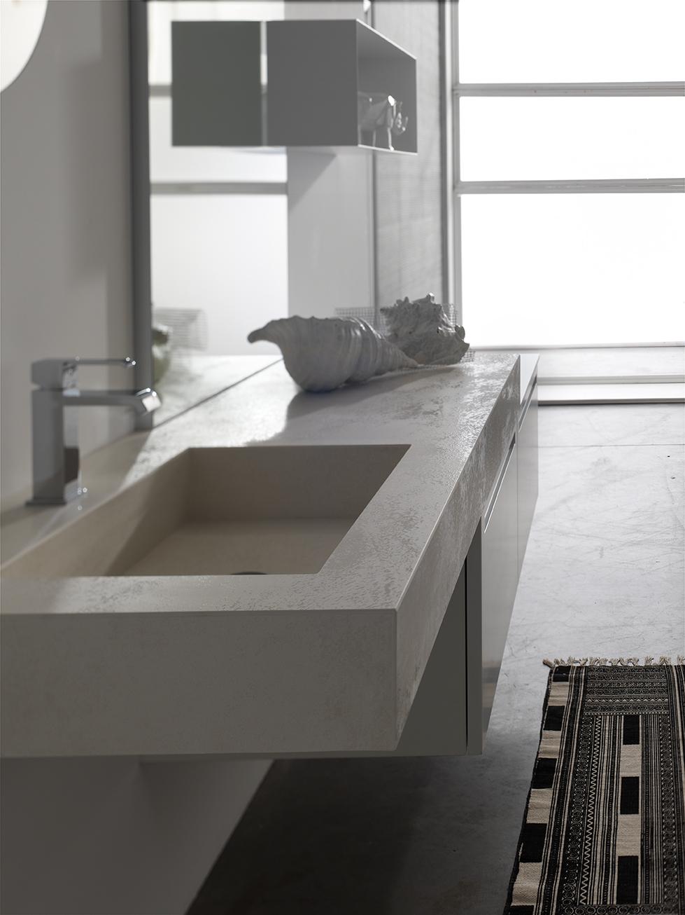 LAVABI IN LAMINAM - Il Laminam riveste i piani top e le vasche integrate, creando una superficie continua che ne facilita la pulizia.