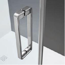MANIGLIA VERTICALE - La tipologia verticale dona eleganza e slancio all'anta in vetro.