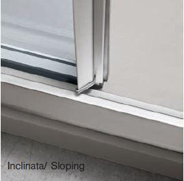 MANIGLIA INCLINATA - La maniglia è integrata nella lunghezza del profilo.