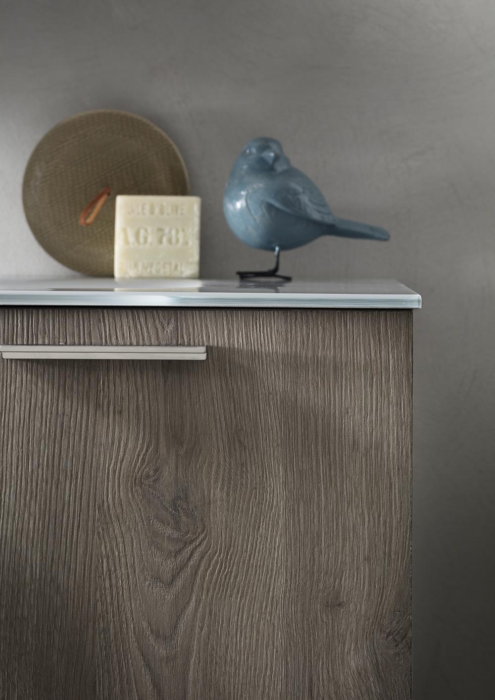 MANIGLIA ESTERNA - 6 maniglie esterne in diverse finiture tra alluminio, colore e brill, e forme che si adattano ai gusti più esigenti, per composizioni sempre di tendenza.