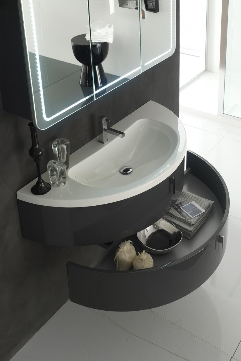 BASE CURVA - La base curva soddisfa anche i piccoli spazi, con pratici cassetti che uniscono capienza e praticità.