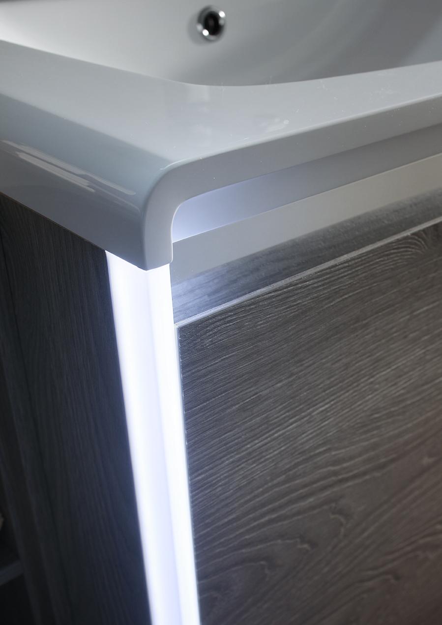 LUCE LED - Il fianco può essere valorizzato applicando delle luci led, che fanno risaltare la base.