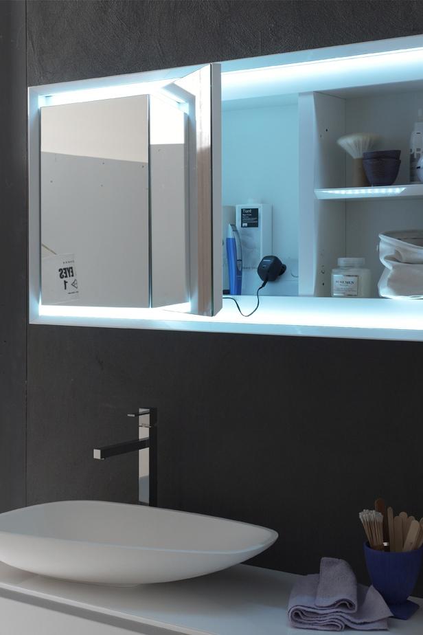 Specchio contenitore - Lo specchio è un elemento funzionale e pratico, un concentrato di funzioni per dare all'arredo bagno tutto il comfort di cui hai bisogno.