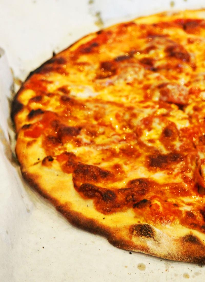 Pepperoni apizza.