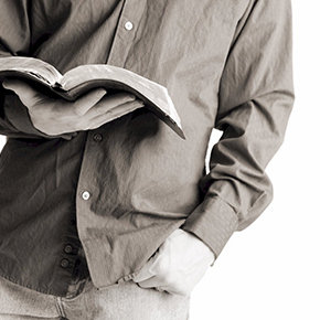 bible-reading-guy-782907.jpg