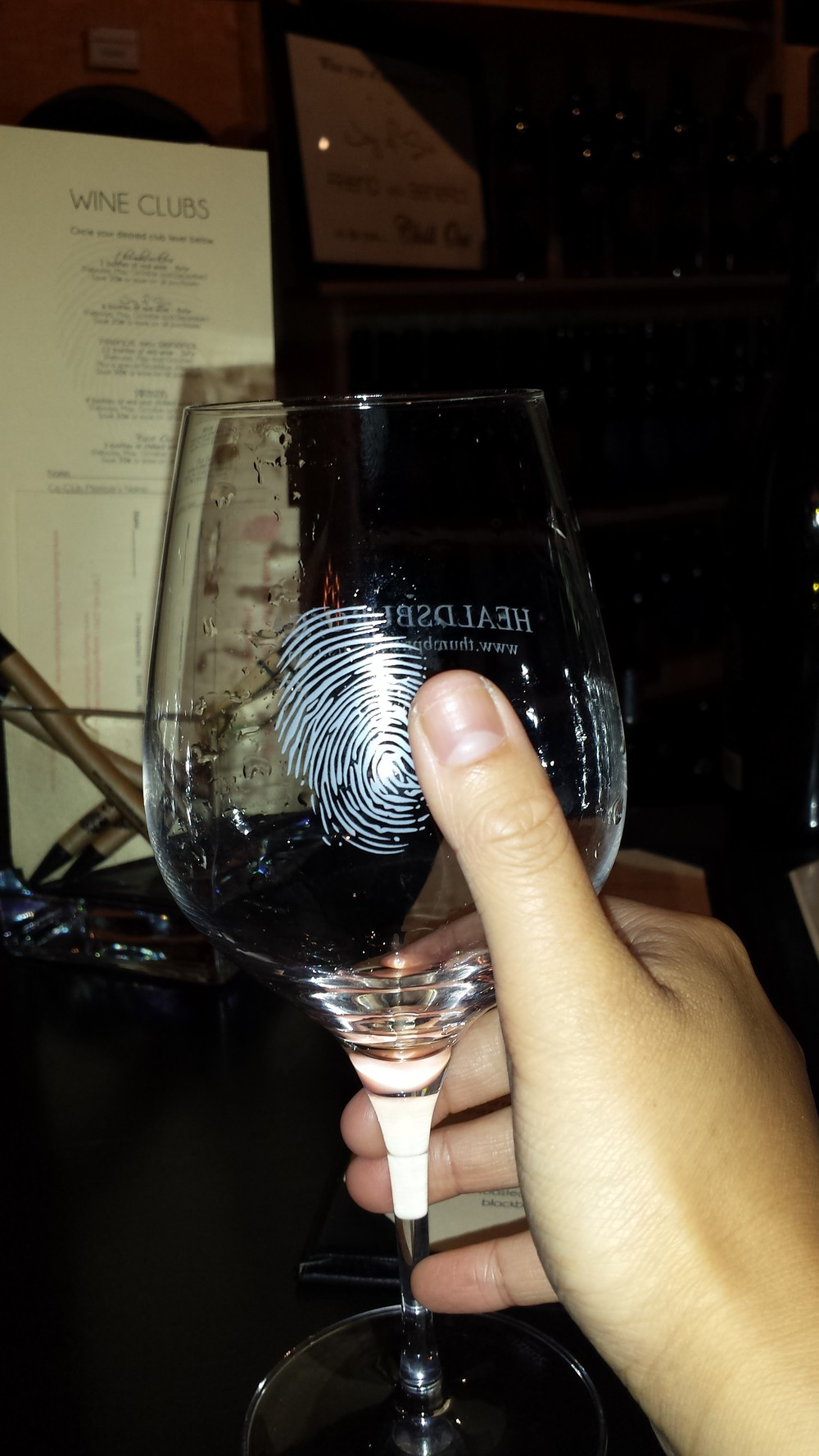 Thumbprint. Tehehe. Really liked the cute thumbprint glass.