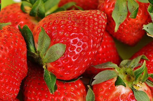strawberries-1303374__340.jpg