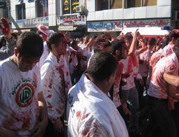 Meer bebloede mannen