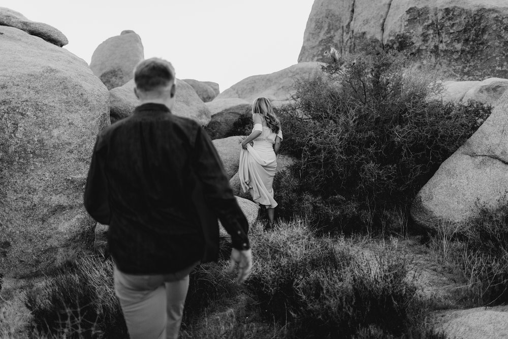 Desert Sunset Engagement | Joshua Tree Engagement | Victoria Heer Photography | Joshua Tree Photographer | Southern California Wedding Photographer