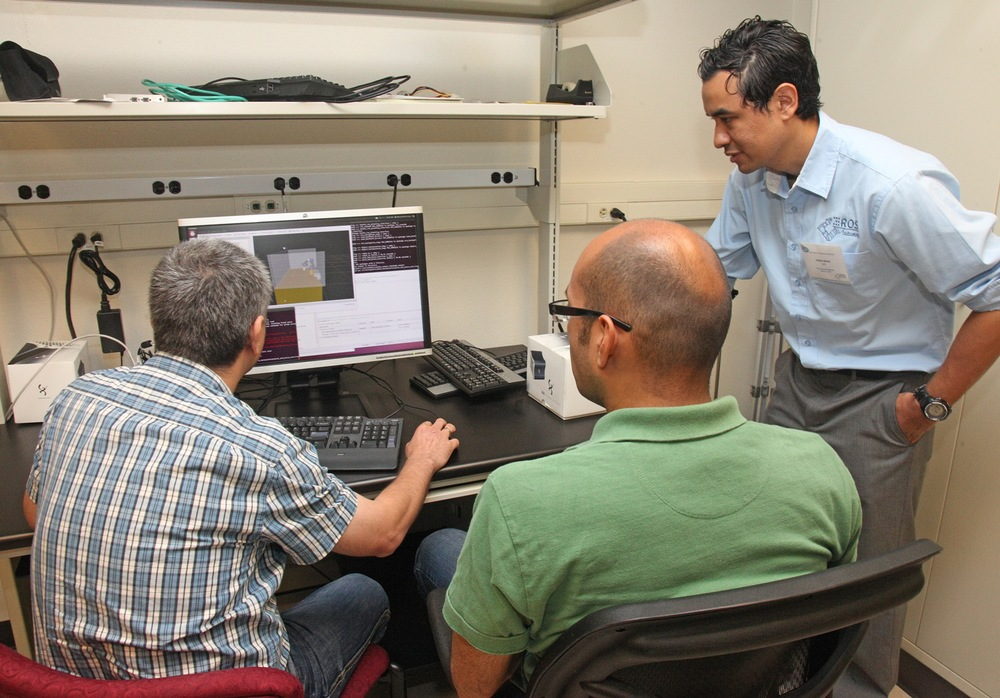 Jorge Nicho (right, SwRI) developed the tutorials for the capstone project.