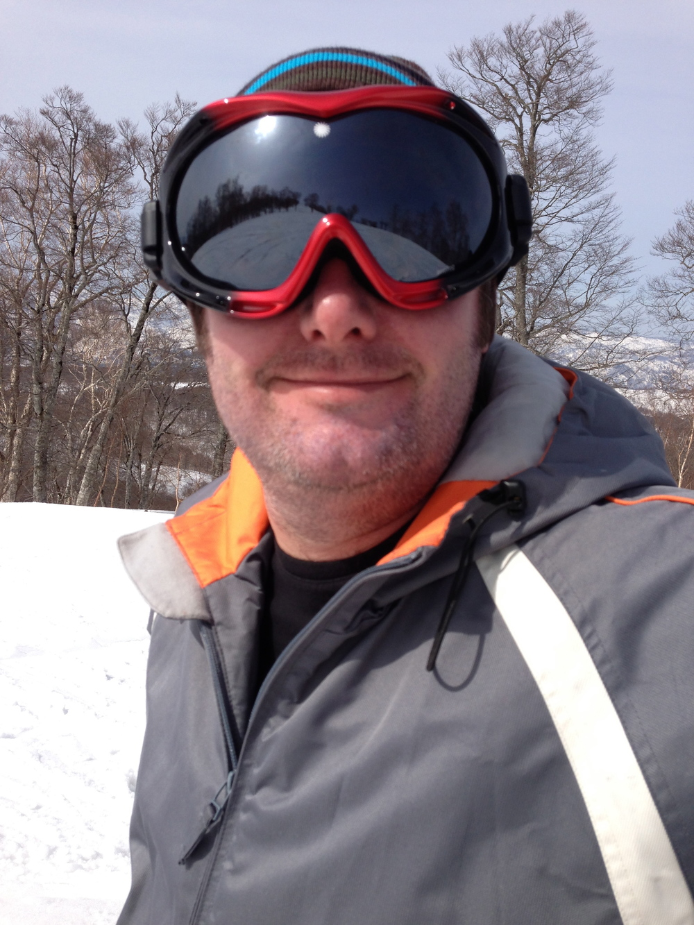 Simon loves skiing