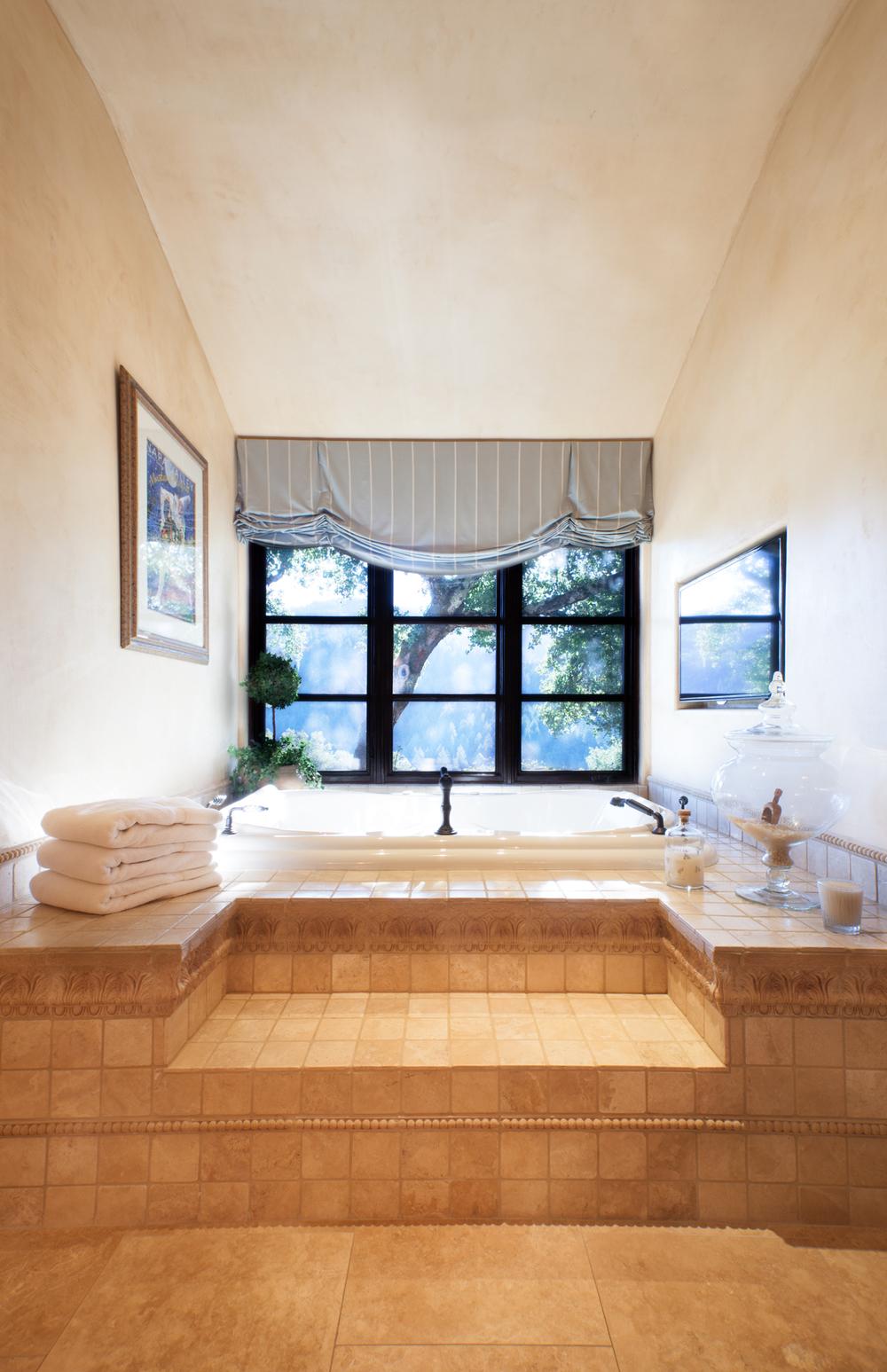 CHATEAU YEAKEY - MASTER BATH