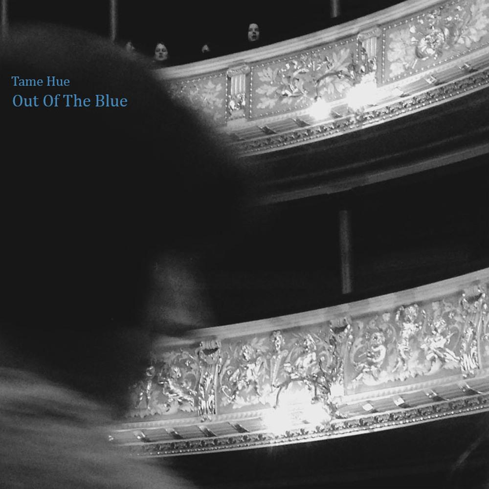 """OUT OF THE BLUE, 17/7-2015   I ett samhälle där människan konstant poleras kan jag känna en avsaknad till givna skurkar och hjältar. """"Out of the blue"""" är en Singel inspirerad av opera-stjärnor som dör hårt för kärleken. Törstande blå hjärtan som längtar efter dramatik.Människan känns så kontrollerad i sin frihet. Även det naturliga är idag något man köper på burk, förtär och sedan slänger i soporna.  """"Det som är organiskt behöver inte organiseras. Ni bygger utifrån, vi byggs inifrån."""" Ur Kallocain av Karin Boye.  /Robert.M"""